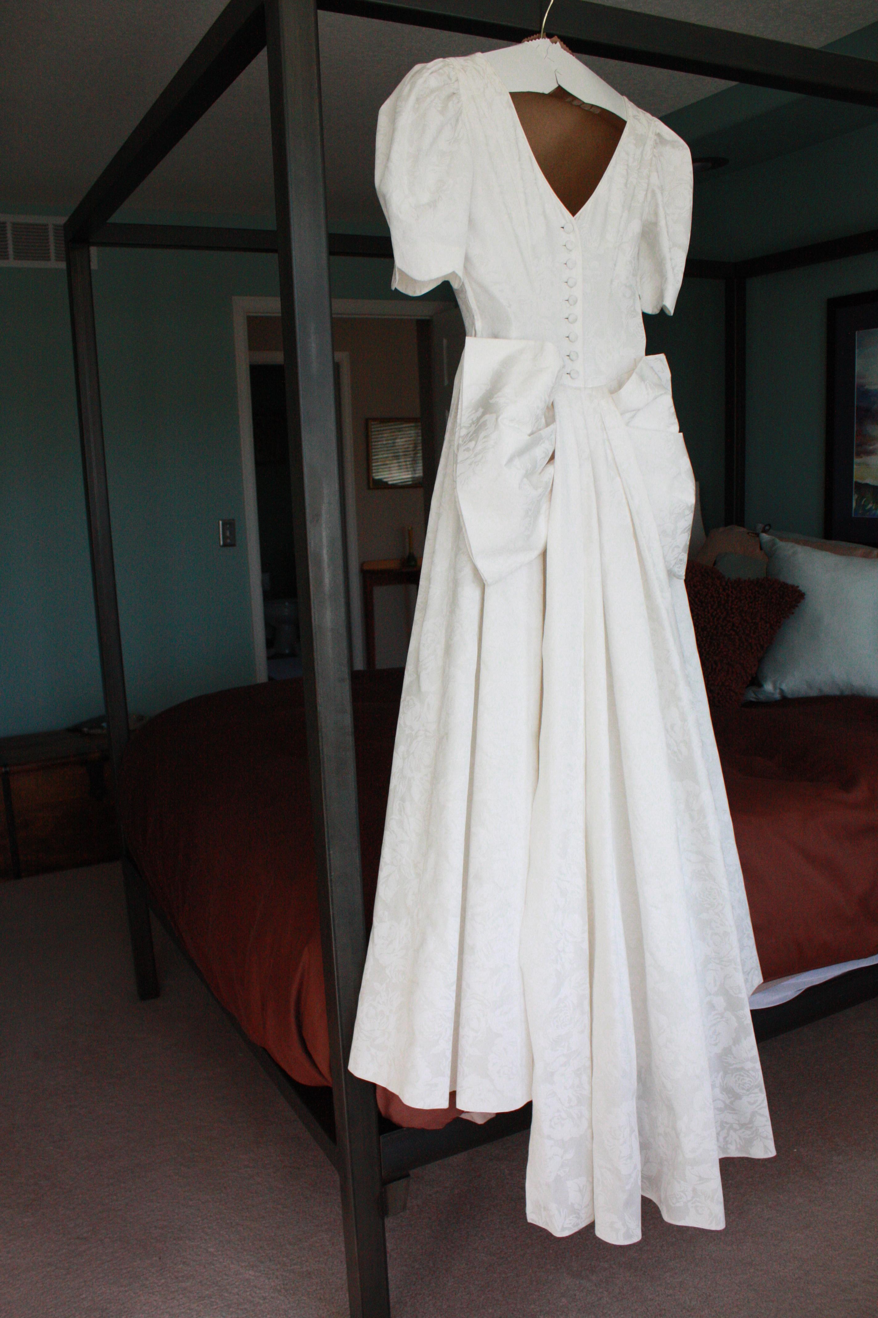 Laura Ashley wedding gown (Vintage?) - Disposer